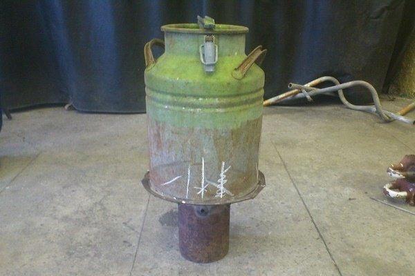 Шаг 4: Установка бидона на приваренный к трубе диск