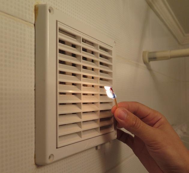 фото как проверить вентиляцию спичкой