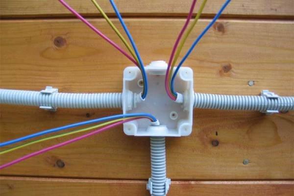 Распределительные коробки для соединения проводов