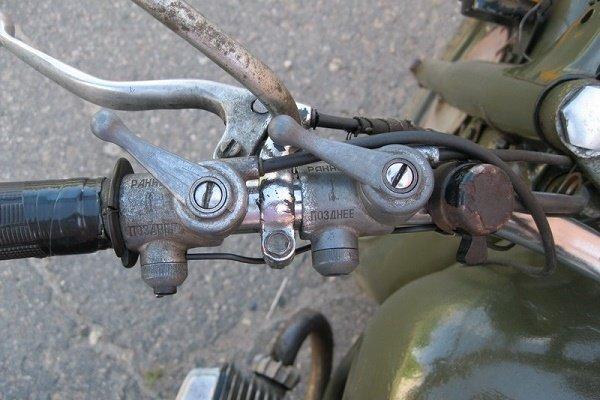 Управление подачей горючего в двигатель мотоцикла