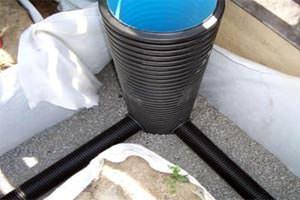 Отвод воды от садового участка с помощью дренажа