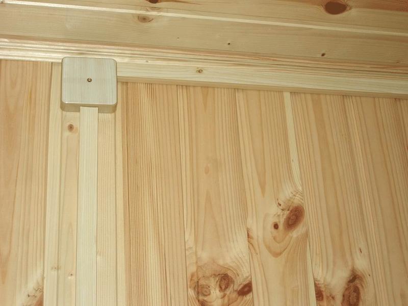"""Открытая электропроводка в деревянном гараже (с использованием кабель-каналов """"под дерево"""")"""