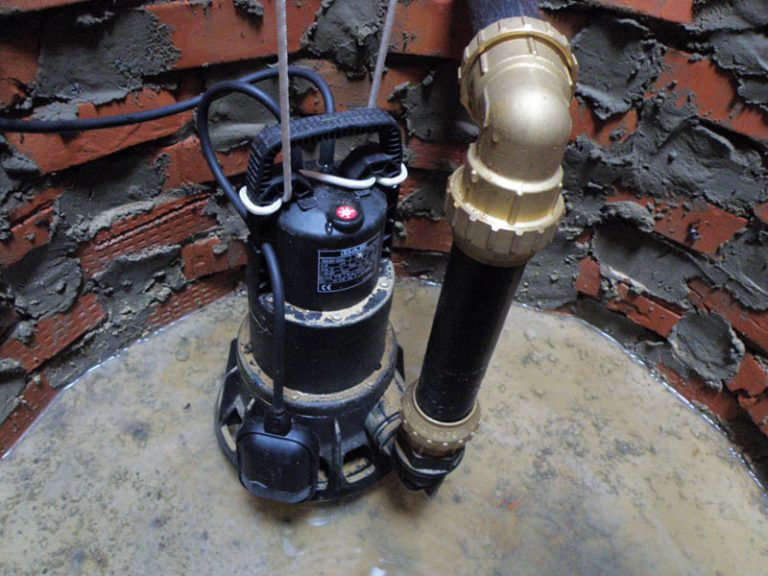 Фекальный насос с измельчителем на фото — это главный узел любой канализационной станции.