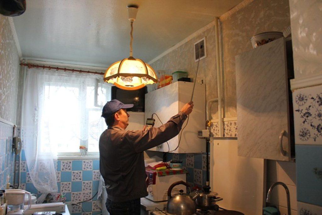 Управляющая компания обязана ежегодно проводить проверку вентиляции в квартире