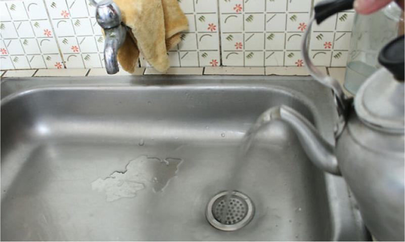 Кипяток от засора в раковине на кухне