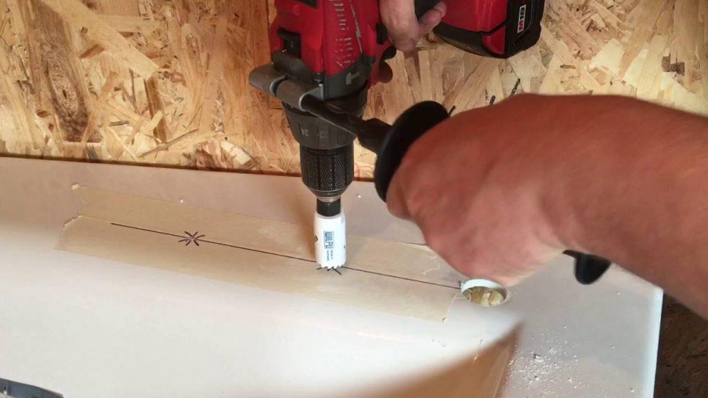 Смеситель на борт ванны — как установить каскадный или врезной на край акриловой, чугунной ванной