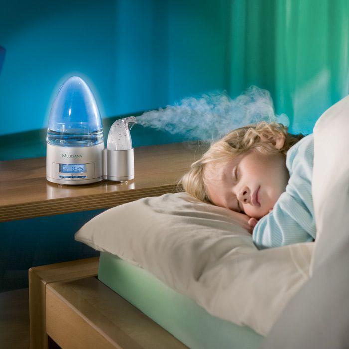 Даже доктор Комаровский сегодня постоянно подчеркивает, что увлажнители воздуха – прекрасное решение в том случае, если у ребенка появляются кашель или сопли