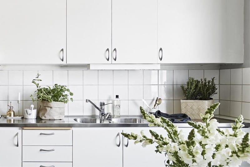 Врезная мойка в интерьере кухни