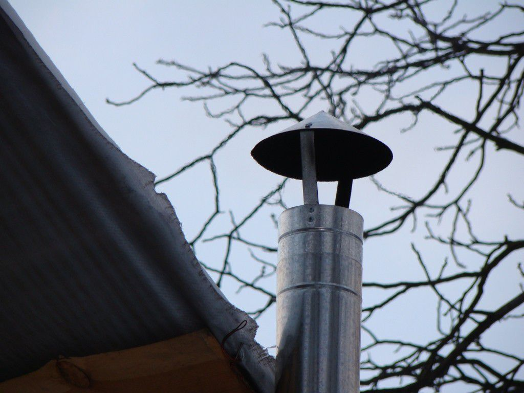 Вывод дымоход над крышей