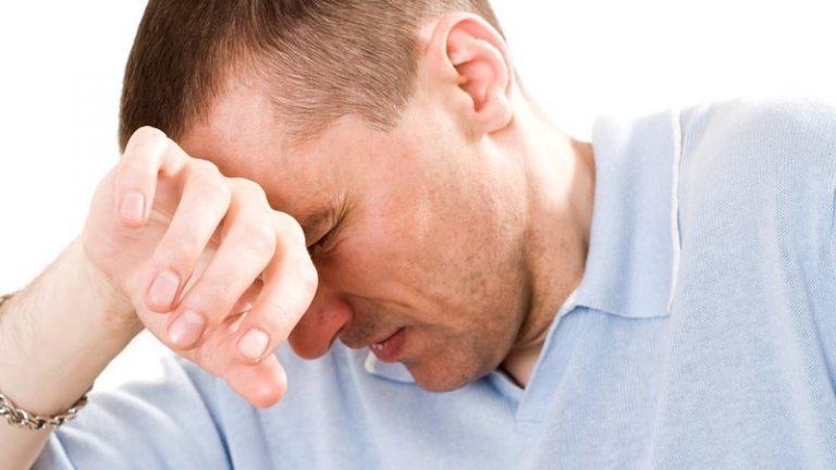 Головные боли - один из признаков наличия грибка