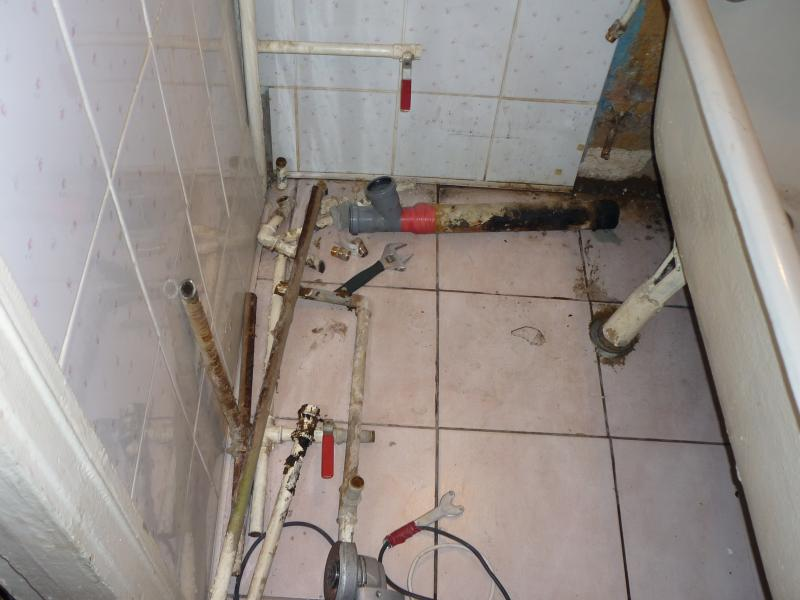 Демонтаж старого водопровода