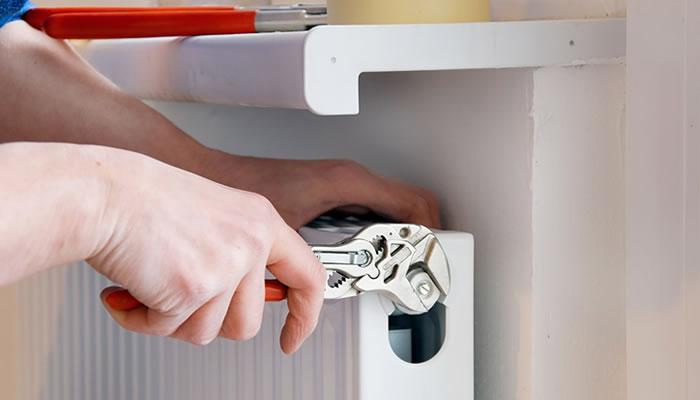 Стравливание воздуха из системы отопления многоквартирного дома