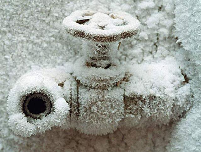 замерзла труба под землей что делать