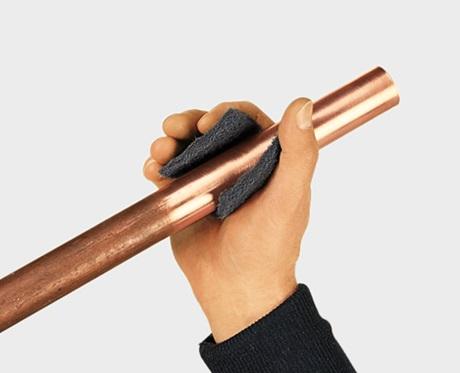 Подготовка поверхности трубы к пайке