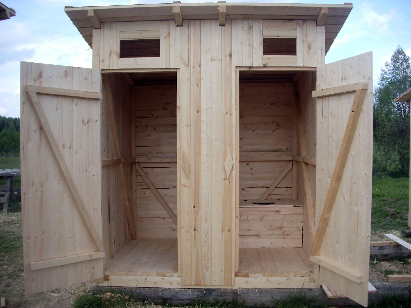 Совмещённые в одной постройке туалет и душ