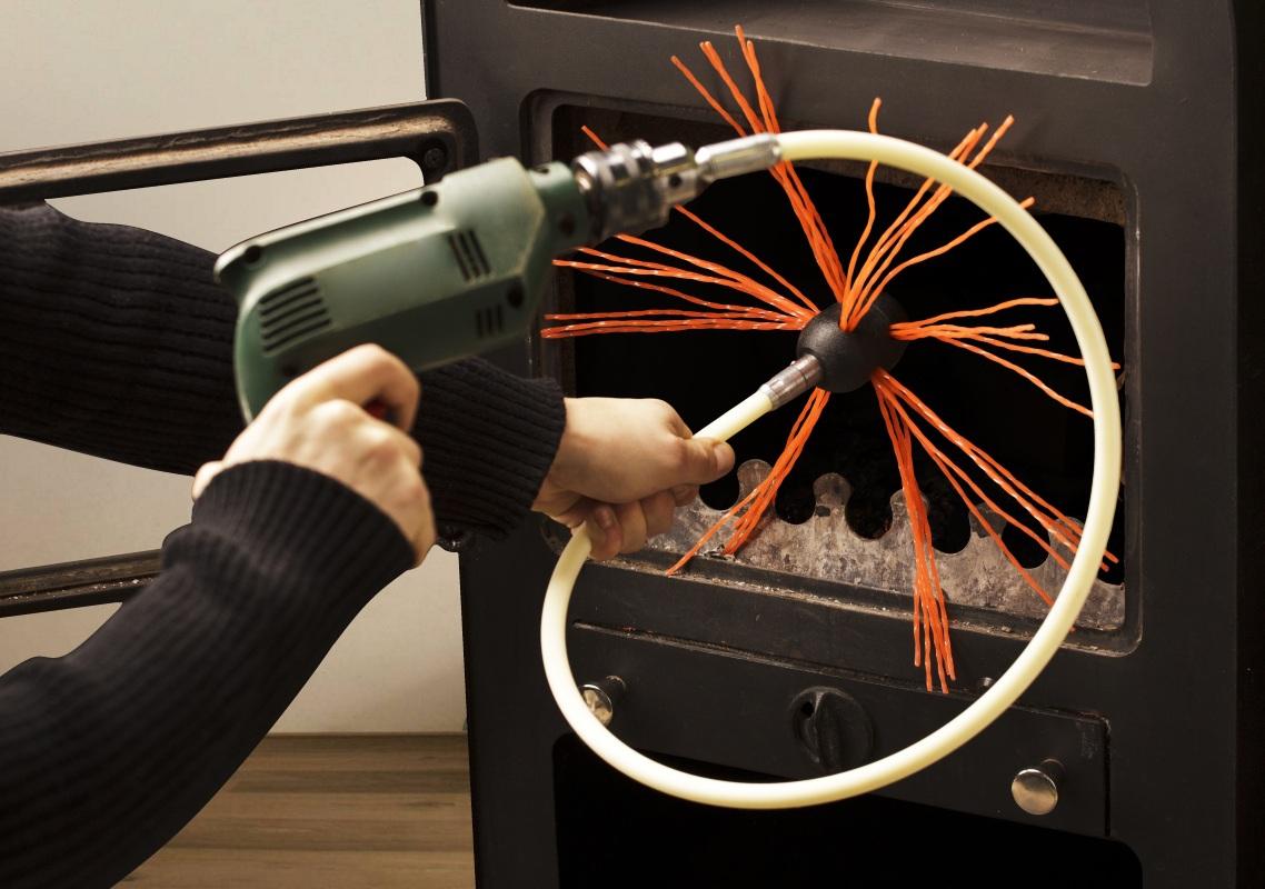 Очистка дымохода снизу щёткой с приводом
