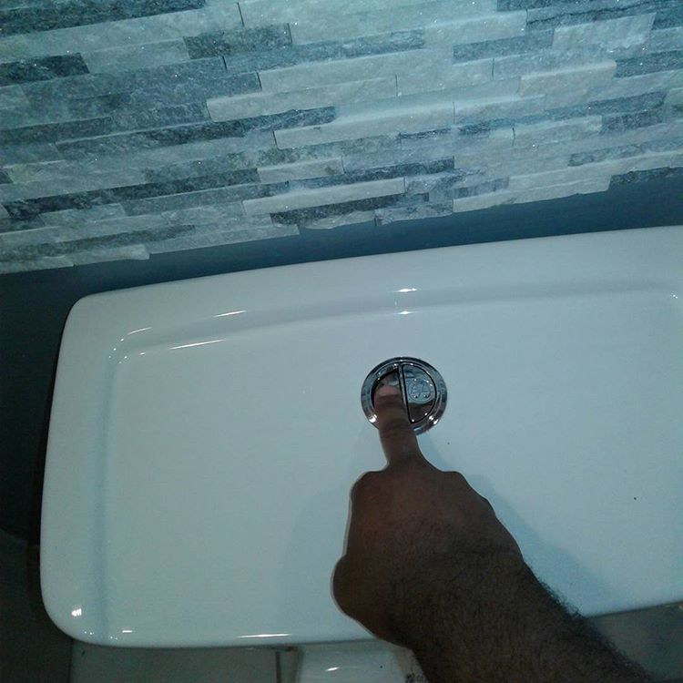 Как починить сливной бачок унитаза вода течет