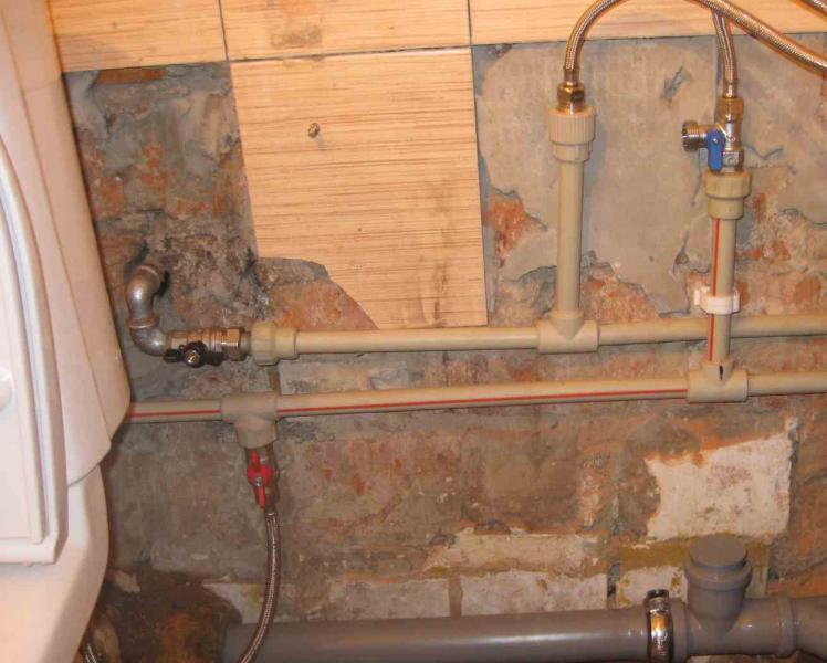 Фото: замена труб в ванной