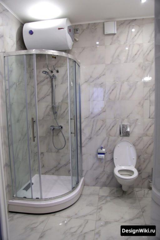 Дизайн ванной комнаты эконом класс с душевым уголком