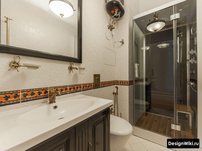 Модная душевая кабина в ванной