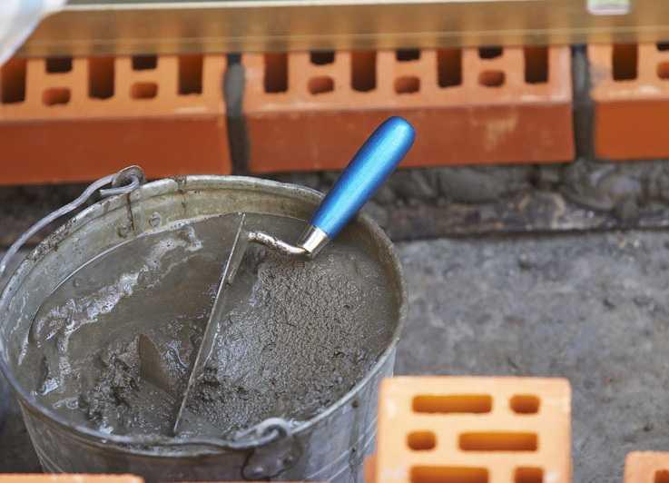 От консистенции раствора зависит техника кладки кирпича
