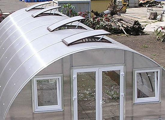 Расположение форточек на крыше теплицы
