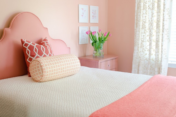 Дизайн спальни в нежно розовых тонах