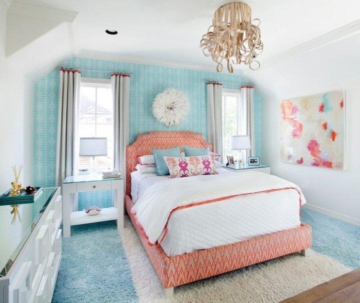 Розово-голубая спальня