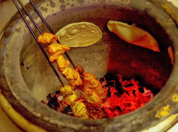 Ассортимент блюд в тандыре
