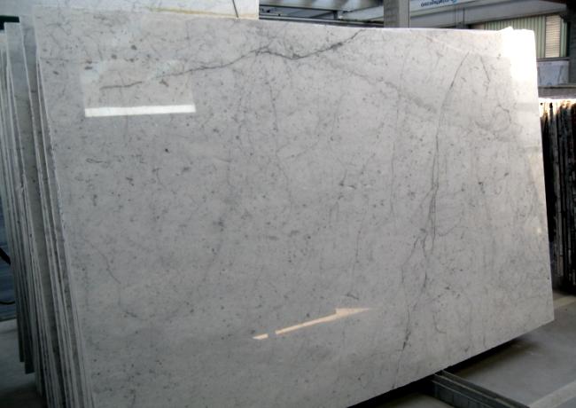 Мраморная плита белого цвета