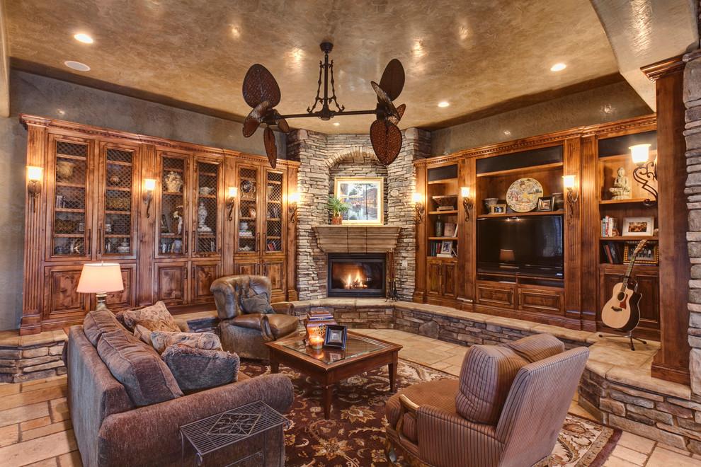 Угловой камин в интерьере гостиной стиля рустик