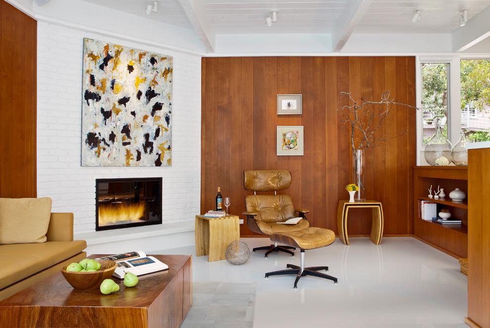 Красивая гостиная в стиле ретро. Камин - из кирпича, окрашенный в белый цвет