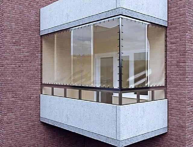 Балкон, защищенный от «капризов» погоды мягкими окнами