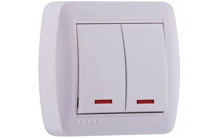 Выключатель с индикатором может стать причиной мигания энергосберегающей лампы
