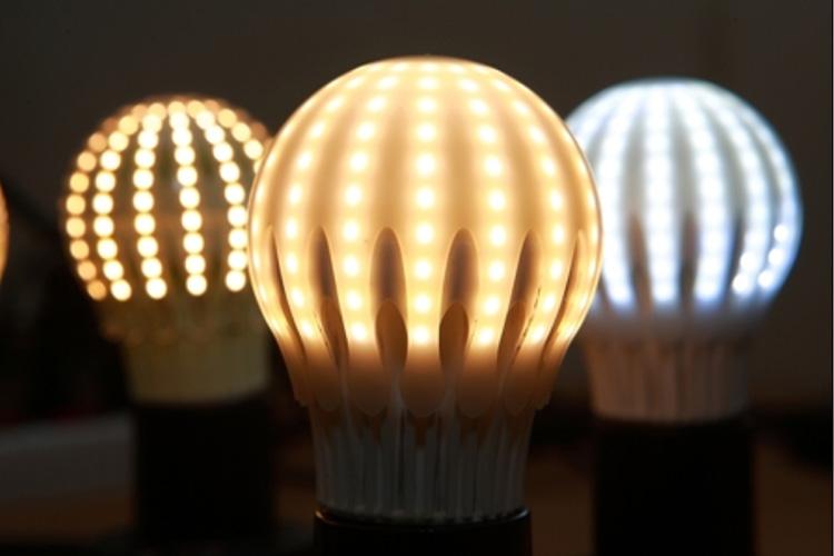 Хотя светодиодные лампы ещё более экономичны, энергосберегающие позволяют сохранить приличную часть семейного бюджета
