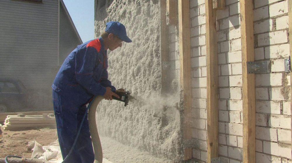 процесс теплоизоляции фасадов зданий