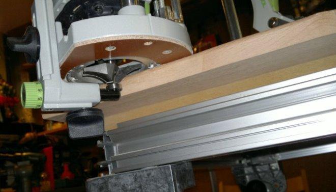 Обработка кромки столешницы фигирейной фрезой