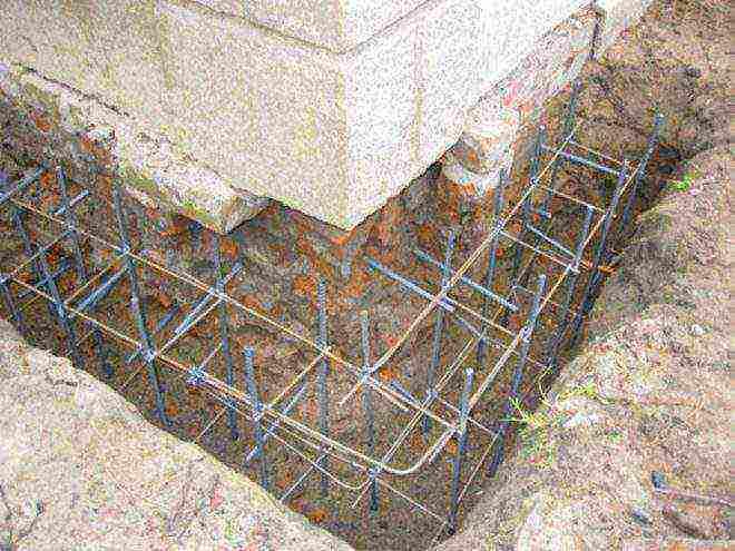 как поменять старый фундамент если на нем стоит бревенчатый дом