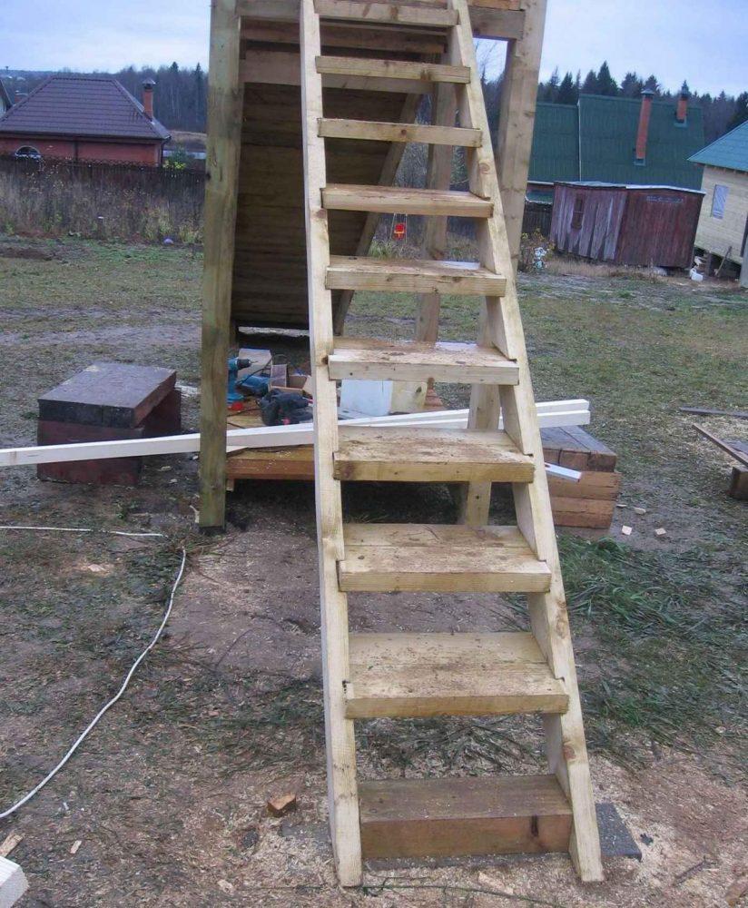 Лестница деревянной горки