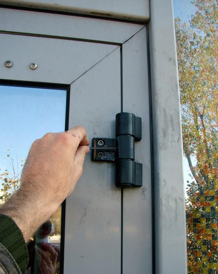 Как снять металлопластиковую дверь