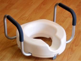 Насадка на унитаз для инвалидов