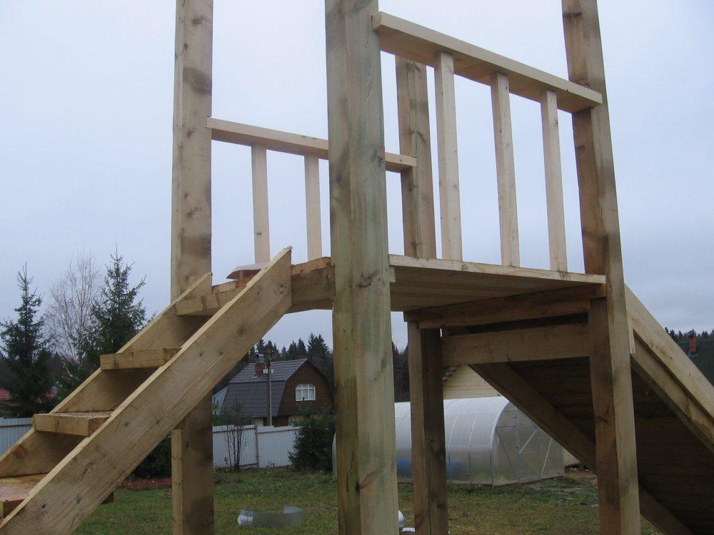 Верхняя площадка деревянной горки