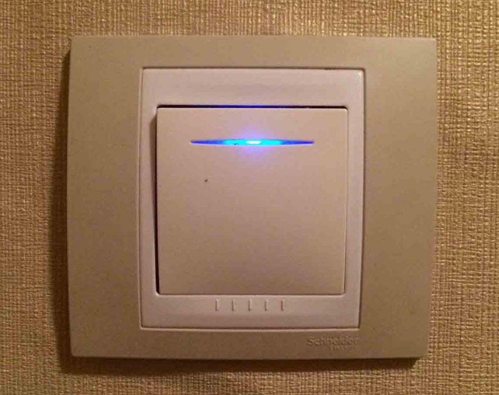 Для компактных люминесцентных ламп нельзя использовать выключатели с подсветкой