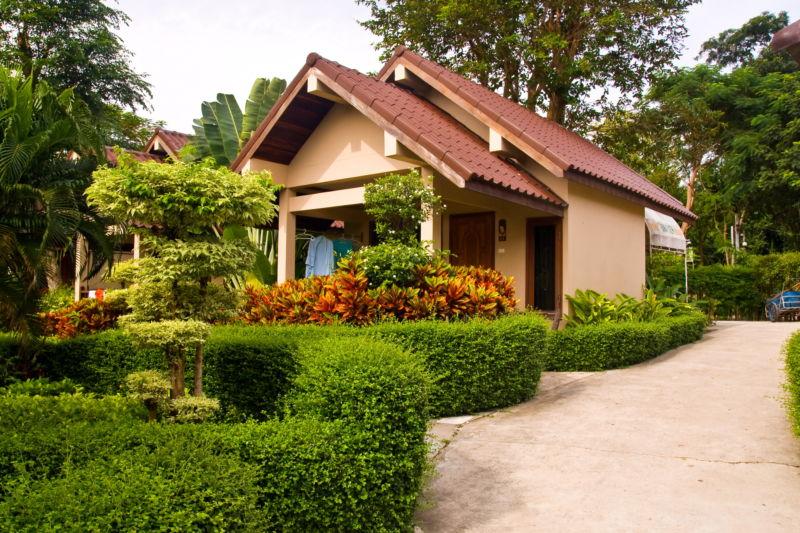 Размещение жилого дома по центру садового участка