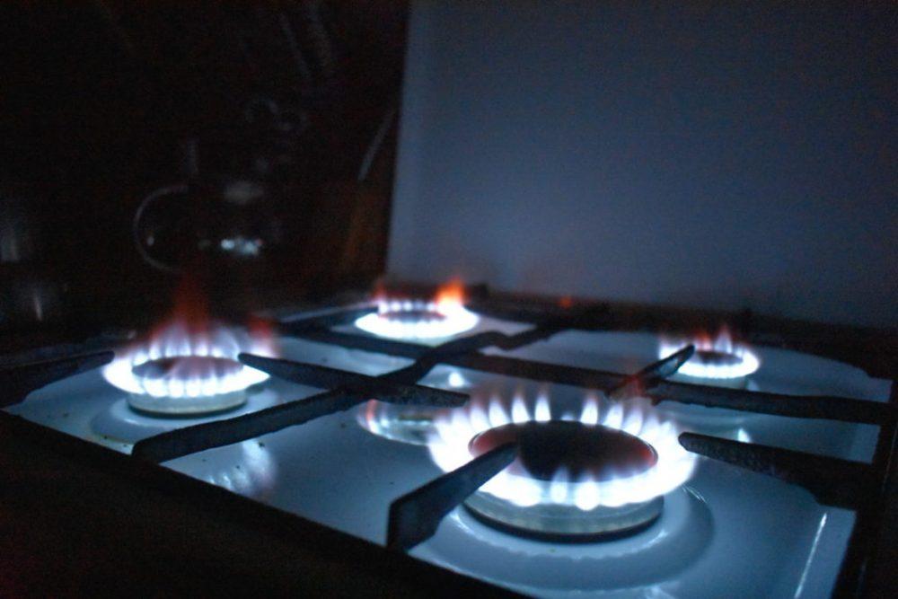 Какова температура пламени на конфорке обычной газовой плиты?
