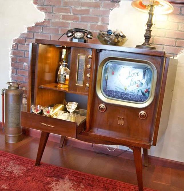 Мини-бар и аквариум в корпусе из старого телевизора