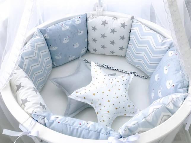 Бортики в кроватку - до какого возраста нужны? От рождения до двух месяцев, от двух месяцев до трех лет