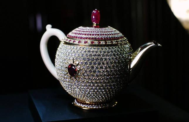 Дорогой заварной чайник