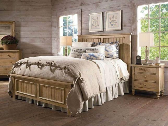 Кровать из массива для спальни в стиле кантри