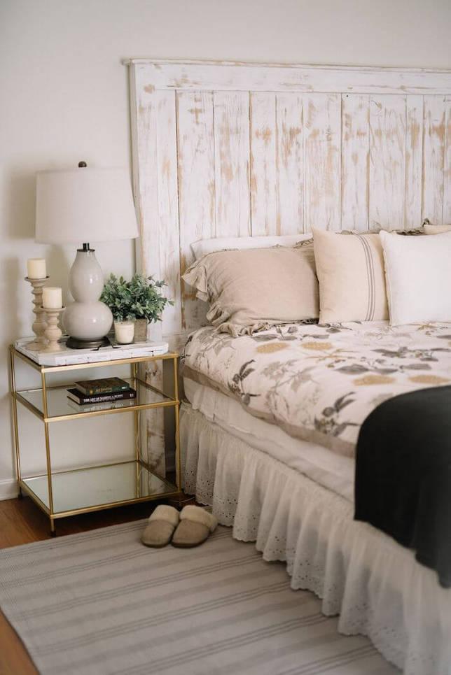 Белый цвет в интерьере спальни в стиле кантри